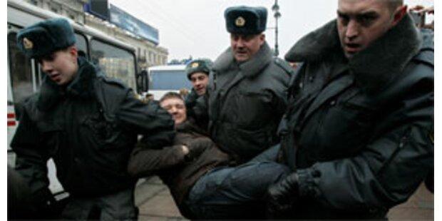 Russische Polizei nahm etwa 150 Kremlkritiker fest
