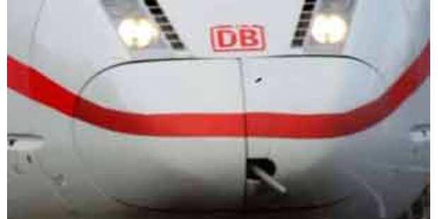 Schon wieder Kind aus deutschem Zug geworfen