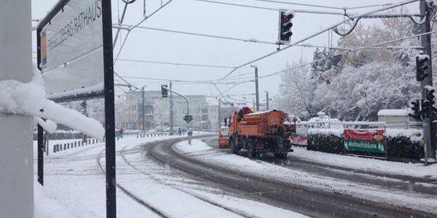 Schnee-Verkehrschaos in Deutschland