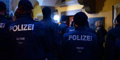 Lokal trotz Lockdown geöffnet: Polizei-Einsatz bei Wut-Wirtin in Linz