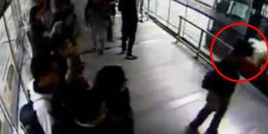 Kolumbien: Dreister Dieb von Bus erfasst
