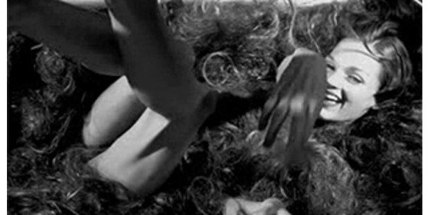 Diesel lässt Girl in Haaren baden