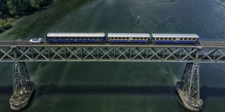 Kompakt-SUV zieht 100-Tonnen-Zug