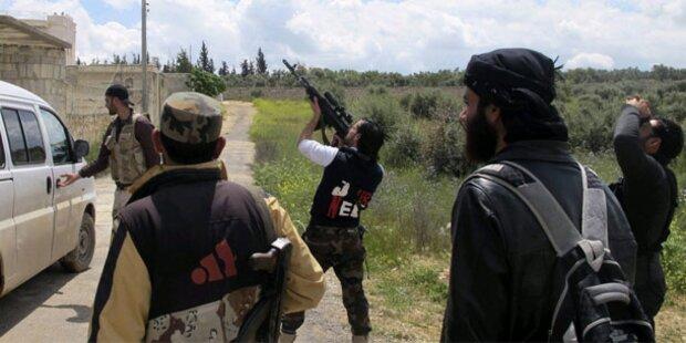 Hunderte Jihadisten kämpfen für Rebellen