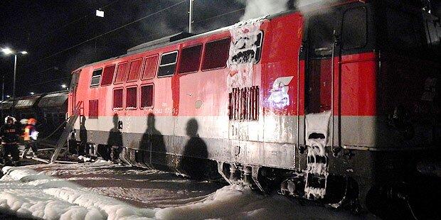 ÖBB-Lokomotive  geht in Flammen auf