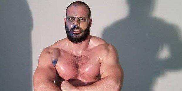 Wrestler bricht nach Fight zusammen