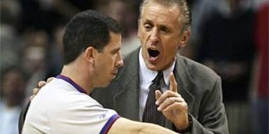 Donaghy treibt Miami-Coach Riley zur Weißglut.