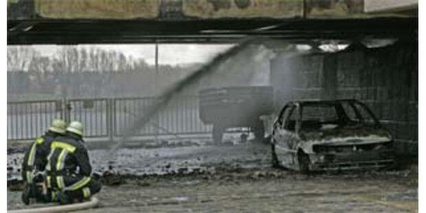 Holländer rammt Brücke - Explosion in Regensburg