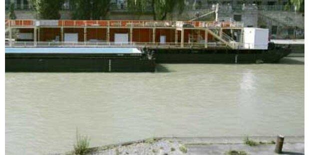 Bewusstlose Frau aus Donaukanal gezogen