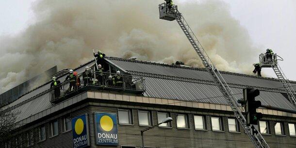 Feuer im Donau Zentrum: Noch immer kein 'Brand aus'