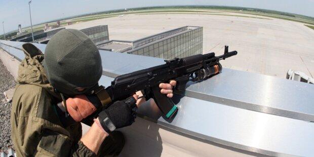 Donezk: Explosionen am Flughafen