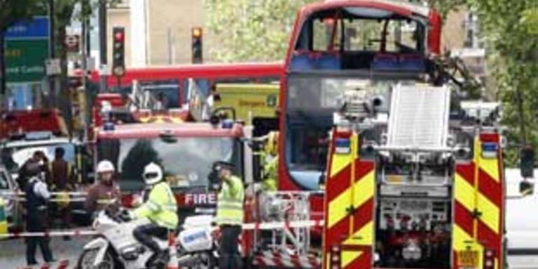 Eine Tote bei Doppeldecker-Unfall in London