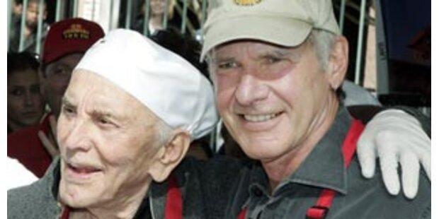 Spartacus und Indiana Jones füttern Obdachlose