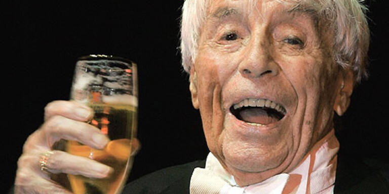 Johannes Heesters feiert seinen 103. Geburtstag. (c) dpa