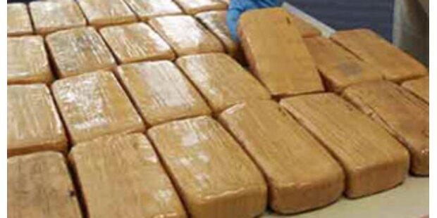 Gesamte Flugzeugcrew nach Drogenfund festgenommen