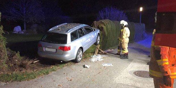 Drogen-Lenker crasht in Thujen-Hecke