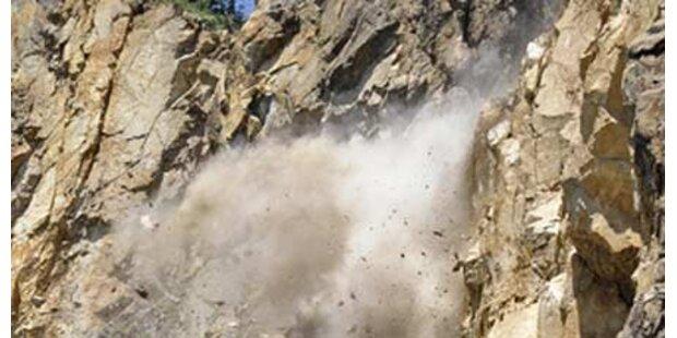 Straße nach Felssturz wieder befahrbar