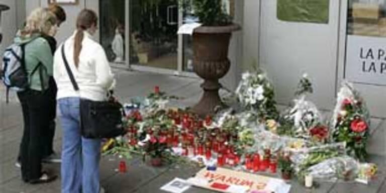 """Trauernde vor dem Duisburger Lokal """"Da Bruno"""""""