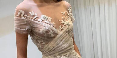 Nippelblitzer bei durchsichtiges Hochzeitskleid