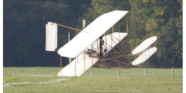 Bruchlandung mit Gebrüder-Wright-Flugzeug