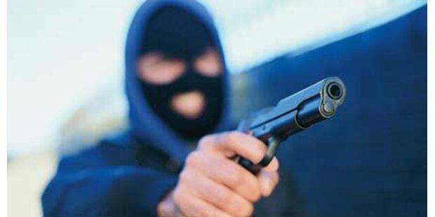 Pistolero raubt Tankstelle in Wien aus