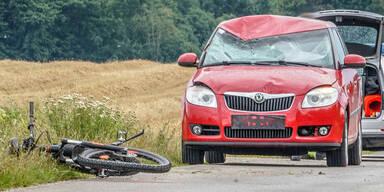 Pkw-Lenkerin (45) erfasst E-Bike-Fahrer (†49) - tot