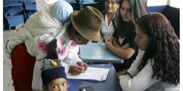 Ecuadorianer billigten linke Verfassung