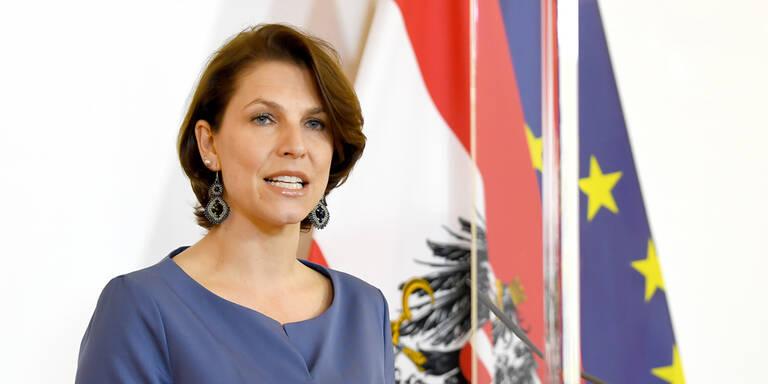 Ministerin Edtstadler nach Corona-Fall im Kabinett in Heimquarantäne