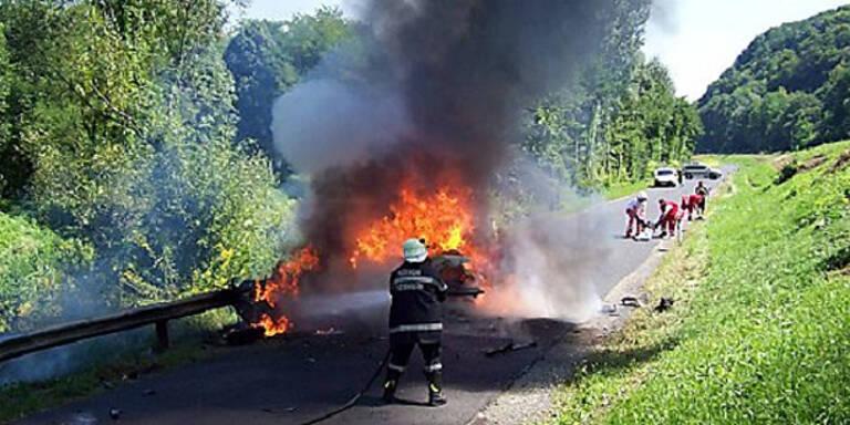 Zwei Biker sterben bei Horror-Crash mit Pkw