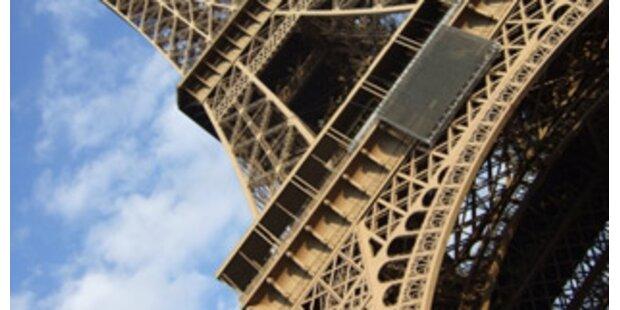 Treppenstück aus dem Eiffelturm für 80.000 Euro versteigert