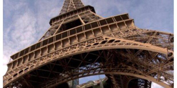Halbe Mio. Euro für Treppenstück des Eiffelturms