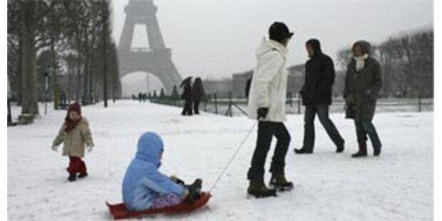 Eiffelturm wegen Schnees geschlossen