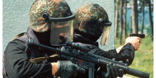 Bewaffneter verschanzte sich mit Sohn in Wohnung