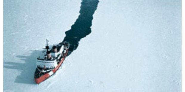 Kreuzfahrtschiff nach Eis-Blockade wieder frei
