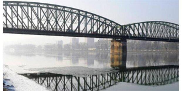 Linz: Eisenbahnbrücke teilweise gesperrt
