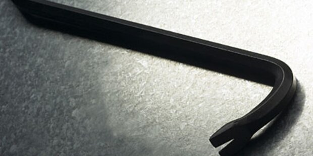 16-Jähriger Lehrling fiel auf Eisenstange