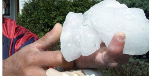 30-cm-Eisklumpen beschädigte Hausdach