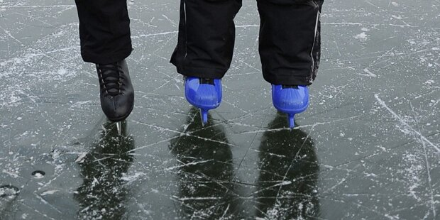 Im Eis eingebrochen: Opa rettet Enkel