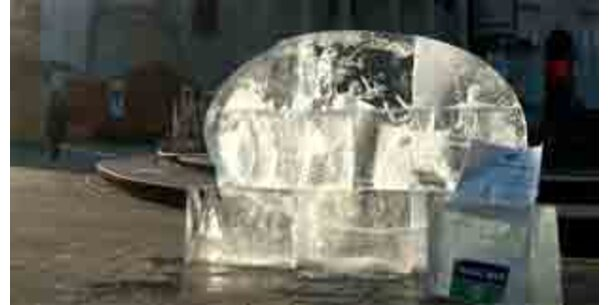 800 Kilo Eis-Skulptur gegen Klimaerwärmung