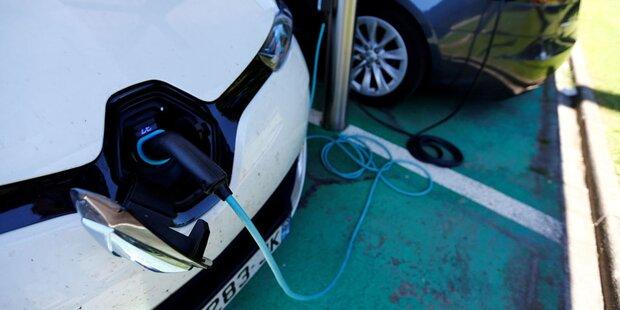 Nachladen von E-Autos bald so teuer wie Tanken