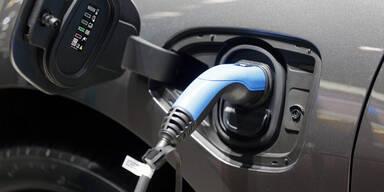 """""""Kampf"""" um Strom - Geht E-Autos der Saft aus?"""