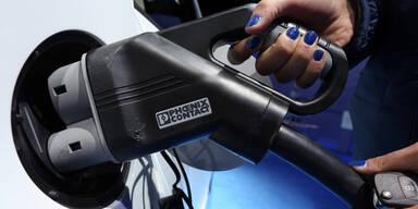BMW, Nissan & Tesla wollen Einheitsladestation