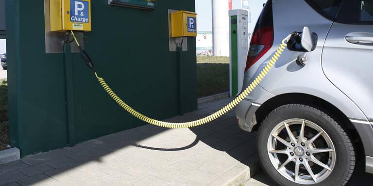 Elektroautos: Batterien immer billiger
