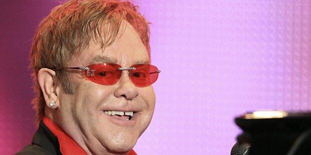 Elton John singt mit Mio. Dollar-Piano