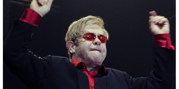 Elton John verlässt Krankenhaus