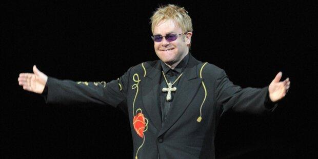 Elton John ins Spital eingeliefert