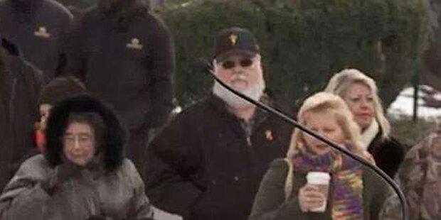 Dieser Opa soll Elvis sein!
