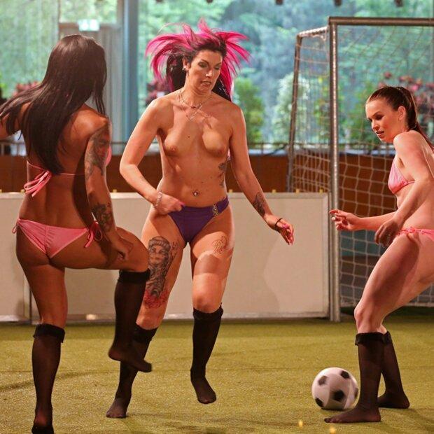 nackt fußball frauen