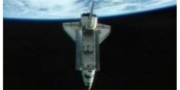 """""""Endeavour"""" auf dem Weg zur Erde"""
