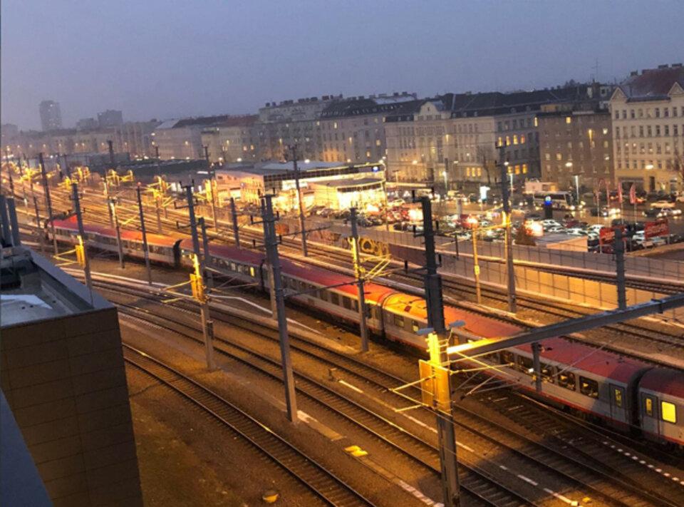 Zug in Wien entgleist, Verspätungen bis Freitag